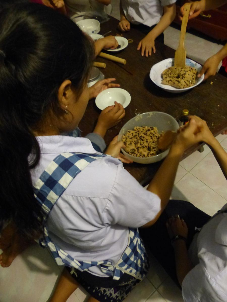 MAR girls baking