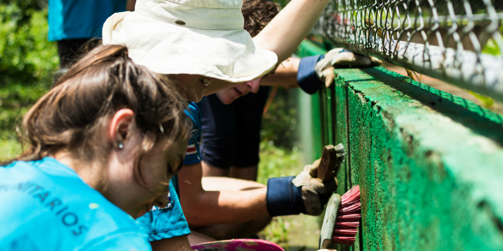 teen volunteers working abroad in Costa Rica