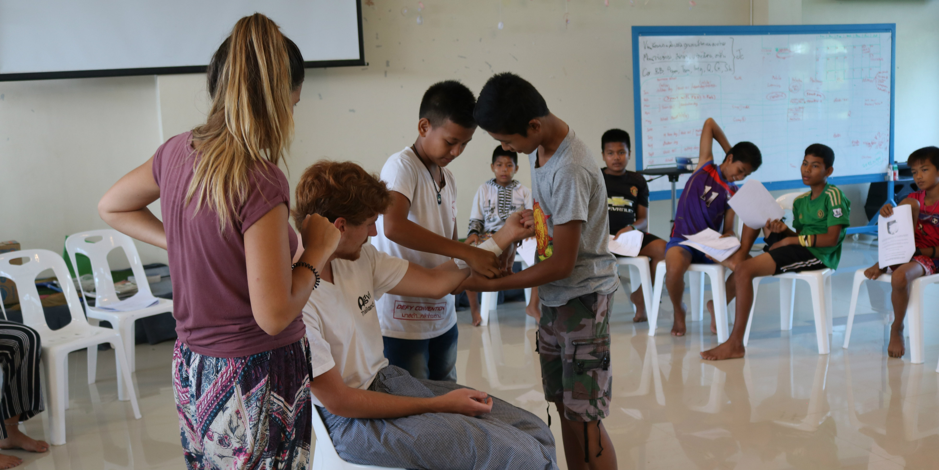 volunteer to help children