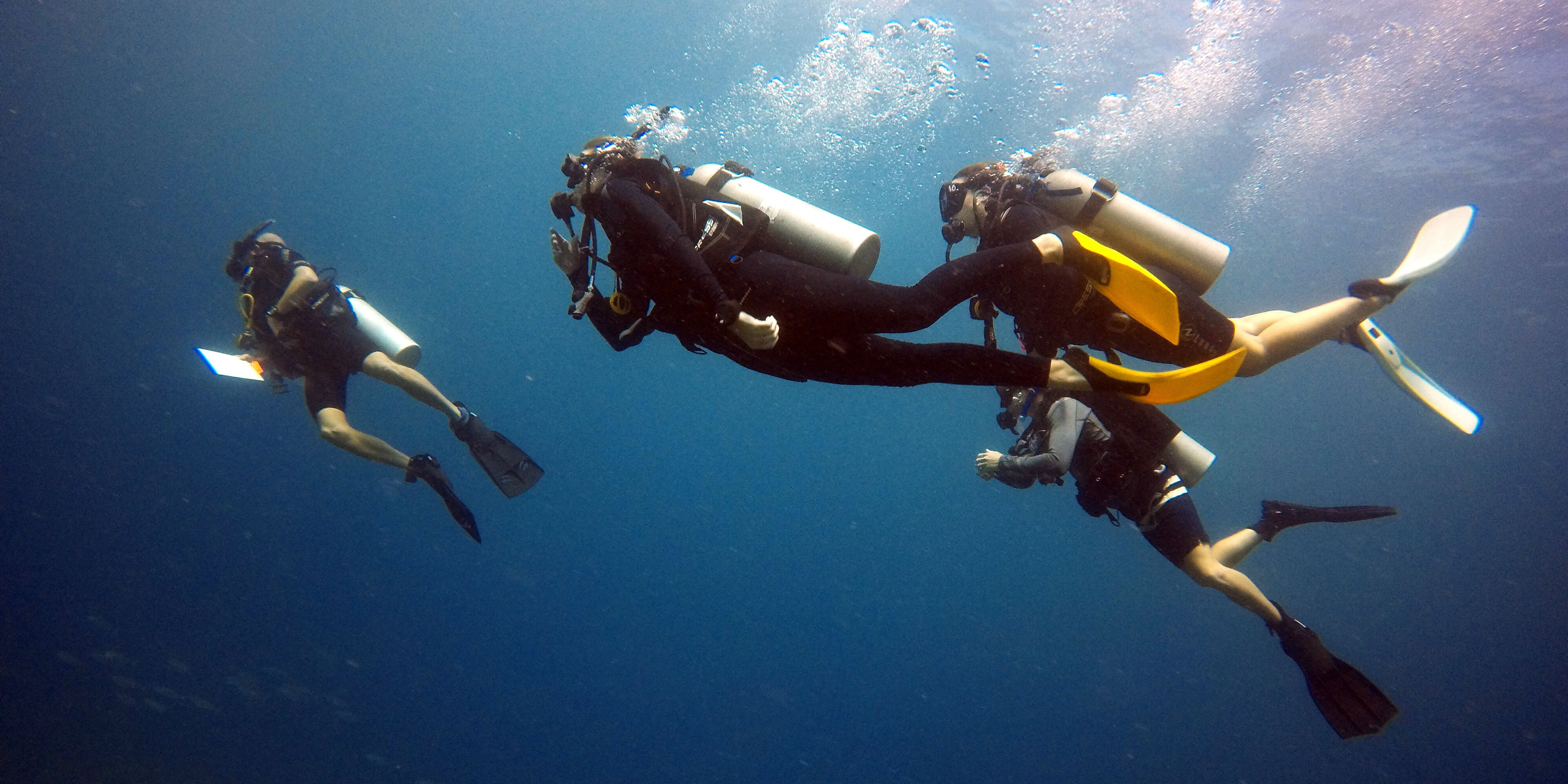 While taking a gap year, GVI participants learn diving skills in Mahe, Seychelles.