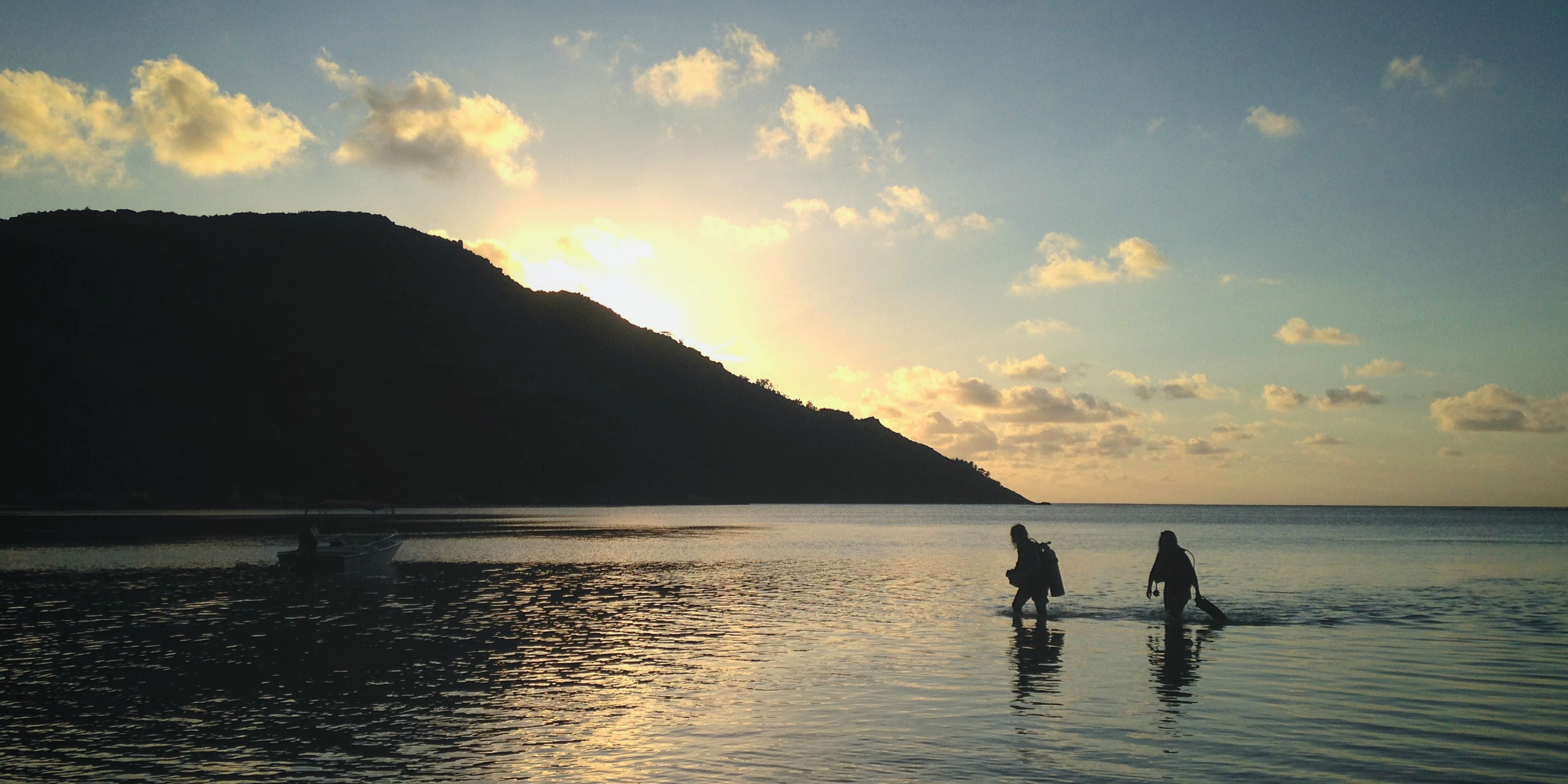 GVI participants in Mahe, Seychelles return home after a day of collecting marine conservation data.