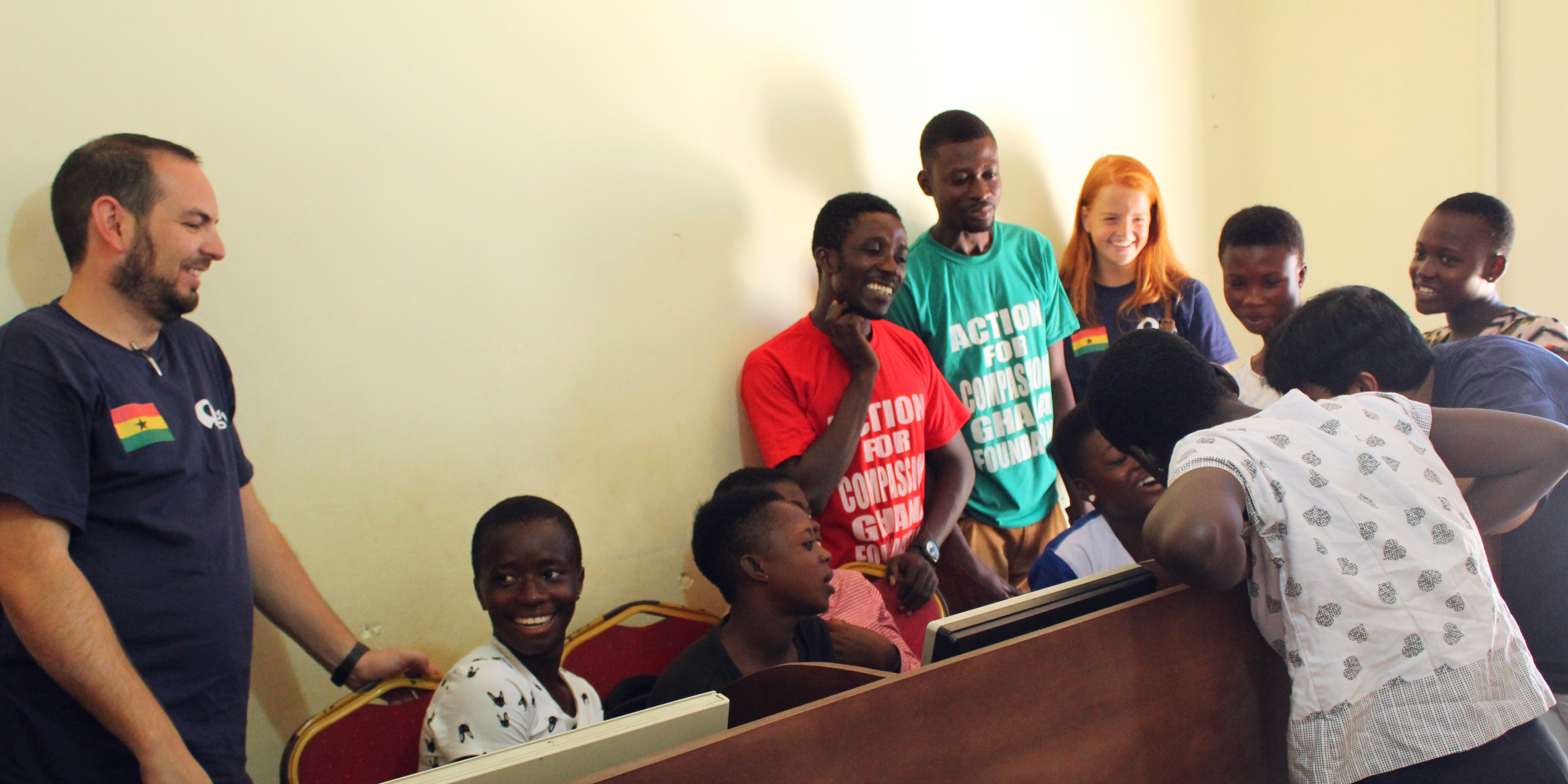 GVI participants take a career break in Ghana, and help facilitate computer skills development workshops.