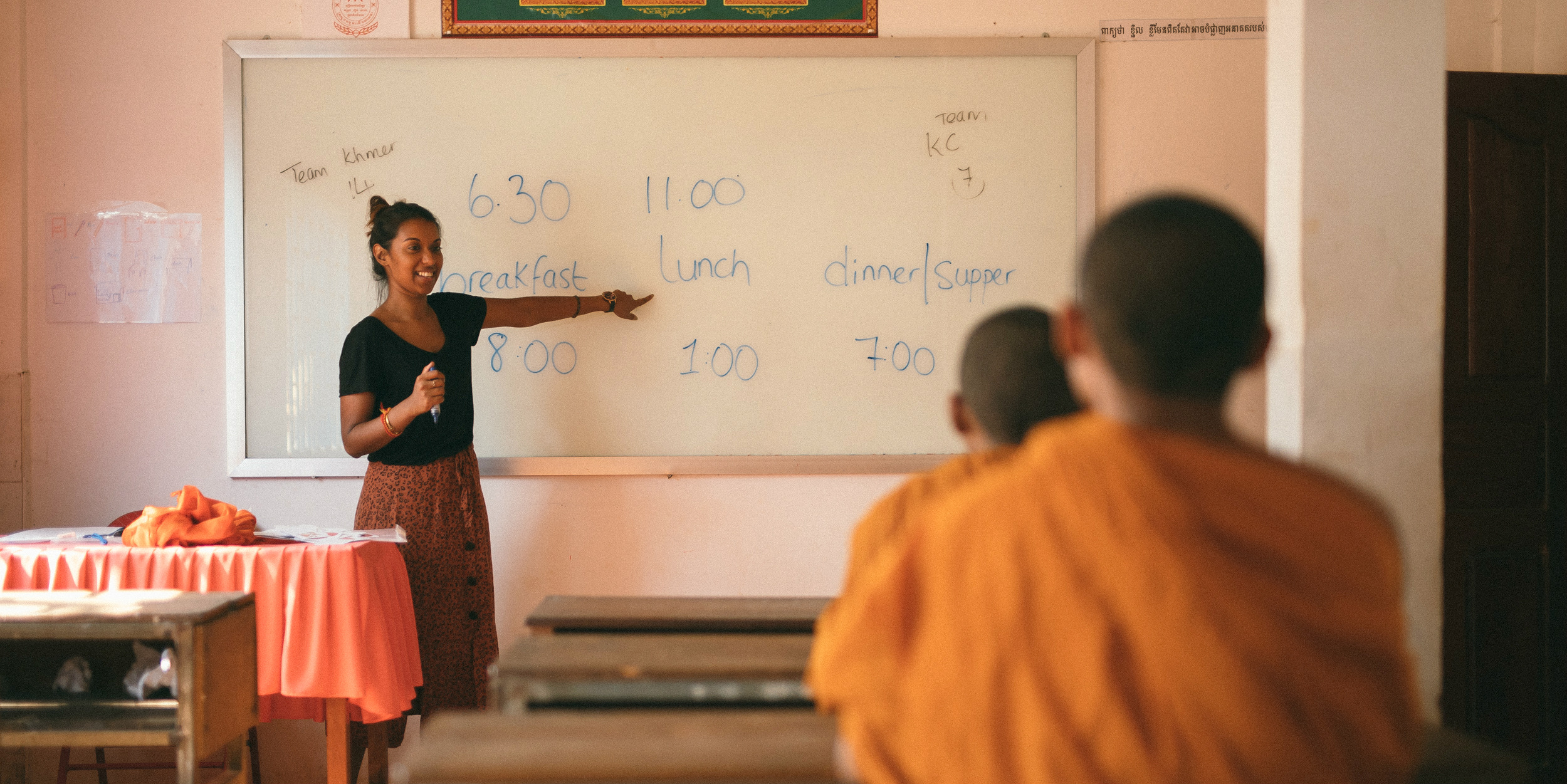 A GVI participant leads a lesson on the time of day while working toward their TEFL certification.