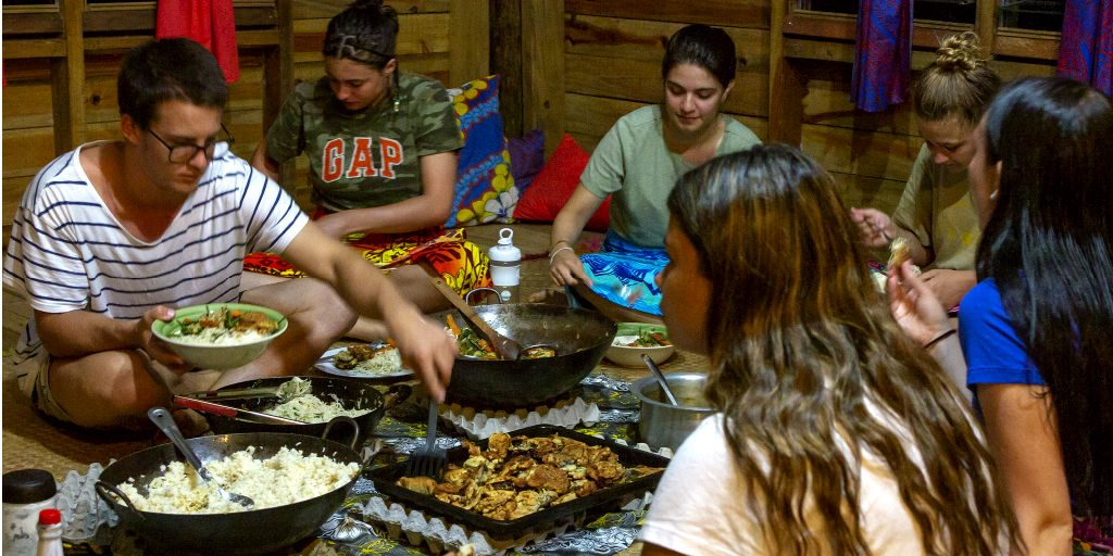 Local families welcome GVI volunteers in to enjoy local cuisine and educate themselves further about the fijian culture.