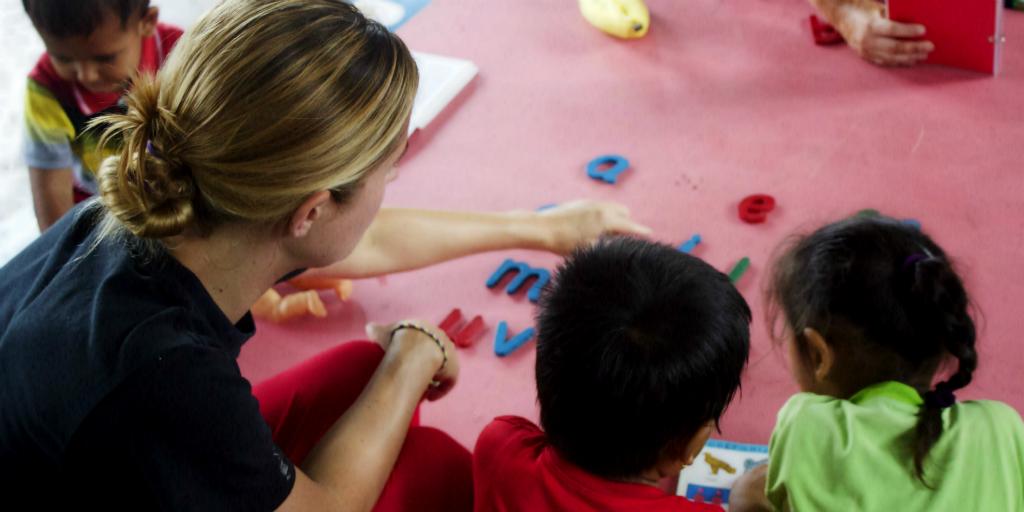 volunteer teaching in nepal