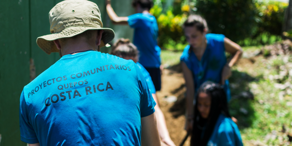 Volunteering abroad is the perfect way to avoid overcrowding of local volunteer programs over the festive season