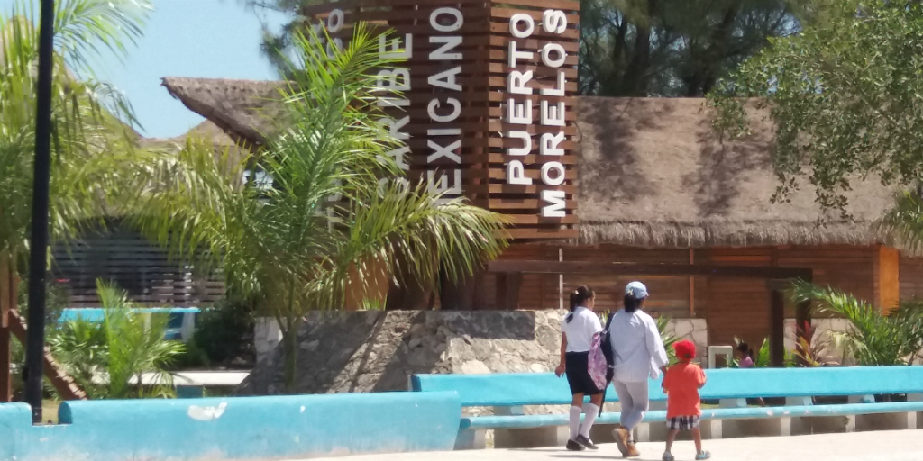 An outdoor walkway in Peurto Morelos