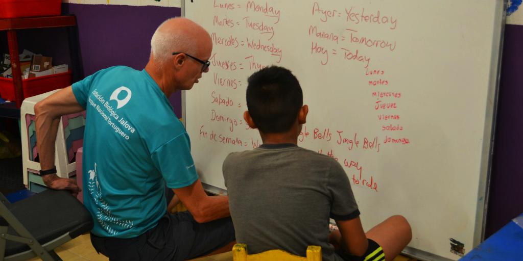 a volunteer teaching english