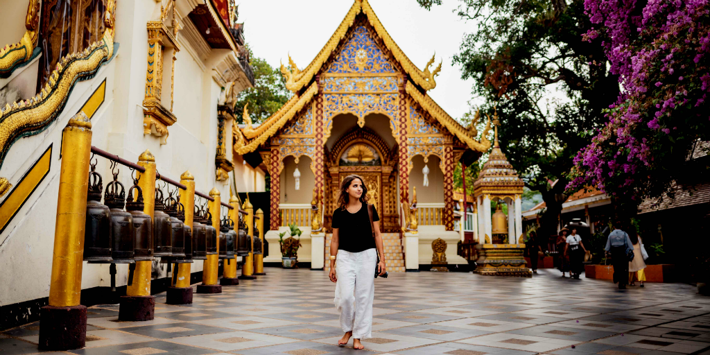 Visit a temple in Chiang Mai when you volunteer in Thailand.